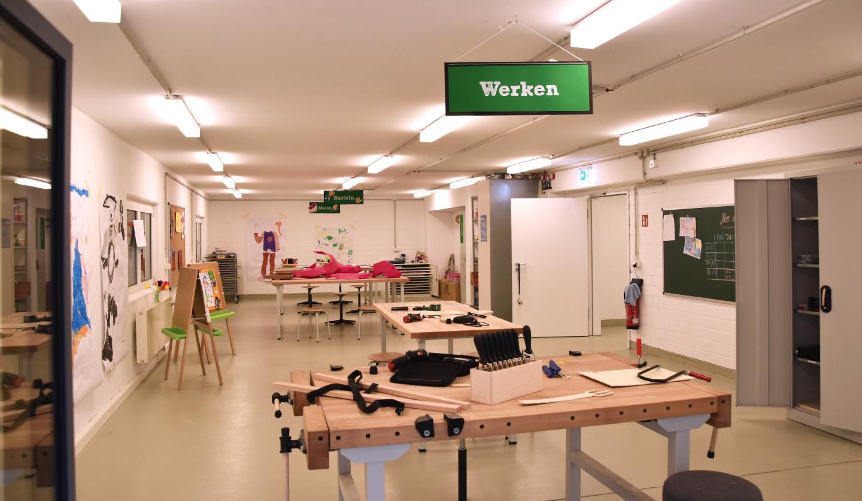 Präsidium mit Klinik-Clowns: Das Spendenparlament Spendobel tagte im Dortmunder Rathaus. Foto: Oliver Schaper